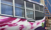 สุดช็อก! พนักงานปั๊มมองกระจกรถบัส เจอศพโชเฟอร์ผูกคอตาย