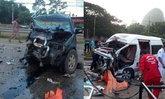 รถตู้ชนประสานงากระบะ ดับ 4 คน บาดเจ็บ 13