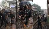 ใจหล่อ ! เปิดคลิปกลุ่มนักเรียน รด. ไม่ดูดาย รีบช่วยคนเจ็บตกรถไฟกลางสายฝน