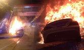 หนุ่มซิ่งเบนซ์หรูเหินพุ่งชนสะพานลอย ไฟลุกท่วมรอดตายหวุดหวิด