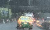 กทม.ฝนตกหลายพื้นที่น้ำเริ่มท่วมขังถนน