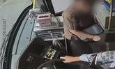 วิจารณ์สนั่น! ป้าชาวจีนขึ้นรถเมล์ผิด ทุบตี-ด่าคนขับทั้งที่รถวิ่งอยู่