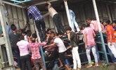 คนอินเดียเบียดเสียด เหยียบกันตาย 22 ศพ สถานีรถไฟกลางเมืองมุมไบ
