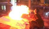 """สั่งตรวจพฤติกรรม """"พระสงฆ์โชว์พ่นไฟ"""" กลางงานแห่ผ้ากฐิน"""