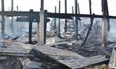 ไฟไหม้บ้านทรงไทยอายุเกือบ 100 ปี พ่อเฒ่าสิ้นในกองเพลิง