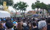 ฝนตกอย่างหนักโดยรอบพระราชพิธีฯ แต่หัวใจประชาชนไม่ย่อท้อ