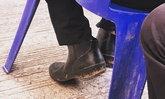 รองเท้าคู่นี้ลึกซึ้ง ลุงดัดแปลงบู๊ท เพื่อใส่ไปวางดอกไม้จันทน์