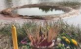 """ชาวบ้านแห่กราบไหว้ เชื่อว่าเป็น """"วงแหวนพญานาค"""" ในหนองน้ำ"""