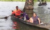 พิจิตรน้ำยังท่วมสูง นำศพแม่เฒ่าลงเรือไปวัดอย่างทุลักทุเล