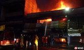 ไฟไหม้ศูนย์การค้าดังเมืองคอน กลุ่มควันทำเศรษฐีใจบุญแน่นหน้าอก