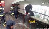 หัวใจจะวาย! วินาทีตำรวจเสี่ยงชีวิตช่วยคนกระโดดตึกชั้น 21