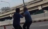 ฆ่าได้ปาดหน้าไม่ได้ 2 โชเฟอร์เเท็กซี่ ต่อยกันอุตลุดในสนามบินดอนเมือง