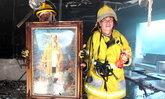สุดอัศจรรย์ พระบรมฉายาลักษณ์ในหลวง ร.9 ไม่ติดไฟ หลังเกิดเพลิงไหม้เสียหายทั้งหมด