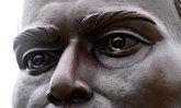 รูปปั้นพระยาพิชัยฯ มีน้ำตา เกิดน้ำค้างที่กระทบกับโลหะ