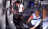 เนียนแค่ไหนก็ไม่พ้น คนขับรถเมล์จีนตาไวทวงมือถือจากขโมยคืนให้ผู้โดยสาร