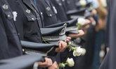 ตำรวจจีนสละชีพตัวตาย ผลักเพื่อนร่วมงาน-ผู้ต้องหารอดรถคว่ำ