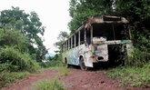 เอาซากรถเมล์เก่าไว้หน้าบ้านไม่บอกสักคำ วอนเอากลับไปไว้ที่อื่น