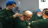 หมอจีนสตรอง แม้คอขยับไม่ได้ ฉีดยาตัวเองไปรักษาคนไข้