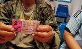 """สุดเฮง """"ชาวนาบุรีรัมย์"""" ซื้อหวยตามฝัน รับเงิน 12 ล้าน รักษาเมียป่วย"""