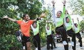 พี่ตูน แค่วิ่งยังไม่เหนื่อยพอ แรงเหลือเต้นเชียร์ลีดเดอร์ระหว่างทาง