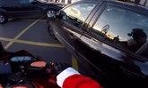 ซานตาครอสนักบิด ขี่รถตามไล่ระทึก สาวขับรถชนคนแล้วหนี