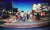 กฎจราจรคงไม่รู้จัก จยย.ซิ่งฝ่าวงนักเรียนข้ามถนน หวิดเป็นเหตุสลด