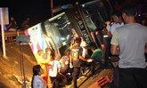 รถทัวร์ภูเก็ตคว่ำที่บางสะพาน ตาย 1 เจ็บ 20 ราย