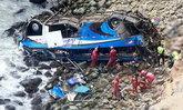"""""""เปรู"""" รถบัสชนประสานงารถบรรทุก ร่วงหน้าผาริมทะเล ดับ 36 ศพ"""