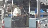 เศรษฐีติดดิน จิมมี่ ชวาลา นั่งรถสองแถวกลับบ้าน หลังบริจาคให้รพ. 10 ล้าน