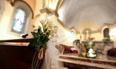 โบสถ์ผู้ดีคิดค่าปรับคู่บ่าวสาว หากมางานแต่งสายเกิน 10 นาที