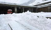 หิมะตกหนักทำนักท่องเที่ยวนับหมื่นติดค้างบนสกีรีสอร์ทที่สวิตฯ