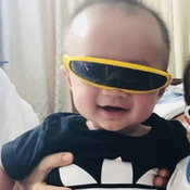 ดูจากแฟชั่นแว่นตา ไม่บอกก็คงรู้ว่าเป็นลูกใคร