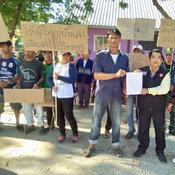 งามไส้ !!! ผู้ช่วยผู้ใหญ่บ้านพาชาวบ้านร้องผู้ใหญ่บ้านให้ลูกชายใช้ที่วัดนำไปขึ้นทะเบียนผู้ปลูกข้าวไร่ละ 1,200 บาท