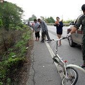 ล่าตีนผีชนแล้วหนี คุณตาวัย 74 ปีปั่นจักรยานตายคาที่ ทิ้งหลักฐานไว้เพียบ