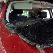 หนุ่มรมแก๊สตัวเองในรถจนกระจกระเบิดแต่ไม่ตาย ออกมาผูกคอซ้ำดับสลด