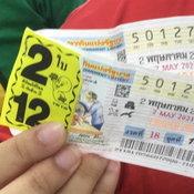 ผัวเมียร้านกาแฟเมืองระยอง ถูกรางวัลที่หนึ่ง รับ 12 ล้าน เผยซื้อเลขใต้ฐานพระ