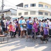 มุกดาหารลุยตรวจโควิดพ่อค้าแม่ค้ากว่า 200 ราย หลังพบผู้ติดเชื้อมาซื้อของที่ตลาด
