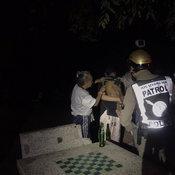 ซาเล้งเมาจับเด็ก 3 ขวบกดน้ำในโอ่งหวิดดับ เด็ก 14 ปีมาเจอ ตะโกนเรียกคนช่วยทัน