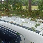พายุถล่ม อ.ปักธงชัย หนุ่มสาวเกือบตายคารถ หลังกิ่งไม้หักเสียบทะลุหลังคา