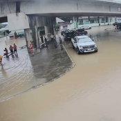 แม่สอดวิกฤตซ้ำ แม่น้ำเมยล้นตลิ่ง ทะลักท่วมเมืองสูงเกือบ 2 เมตร