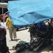 พ่อเฒ่าเมืองน้ำหอม วูบขณะขับรถกระบะ เสียหลักกวาดรูด 10 คัน บาดเจ็บสาหัส 1 ราย
