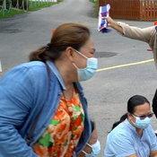 สาวดวงเฮงมาราธอนถูกหวย 25 งวดติด นำทีมแก้บน เล่นมญซ่อนผ้าถวายไอ้ส้มฉุน