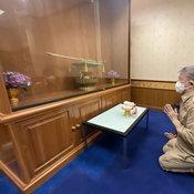 ผู้ว่าฯ ปู เข้าสักการะสิ่งศักดิ์สิทธิ์ ก่อนเริ่มงานผู้ว่าราชการจังหวัดอ่างทองวันแรก