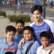 เมื่อสนามฟุตบอลหญ้าเทียมอาจสานฝันเด็กไทย อีกหนึ่งความเชื่อที่ไม่หยุดยั้งของ คิง เพาเวอร์