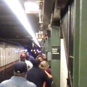 หนุ่มคลั่งแก้ผ้าในรถไฟใต้ดินนิวยอร์ก