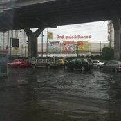 น้ำท่วมบริเวณหน้าเซียร์ รังสิต