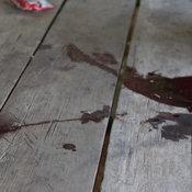 1-เพชรบูรณ์ ชายคลุ้มคลั่งใช้มีดยาว 9 นิ้ว แทงพ่อเสียชีวิต แม่และพี่สาวบาดเจ็บสาหัส