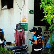 คนร้ายใช้อาวุธสงครามยิงถล่ม บ้านลุงวัย 69 ปี คาดไม่พอใจลูกชาย