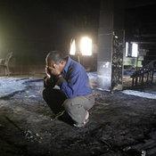 ชาวปาเลสไตน์ เสียใจหลังเกิดเพลิงไหม้หมู่บ้านในเขตเวสต์แบงก์