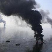 แท่นขุดเจาะน้ำมัน ระเบิดกลางอ่าวเม็กซิโก
